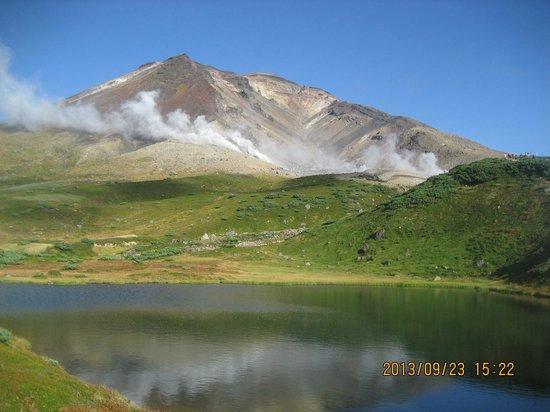 Asahidake Natural Hiking Route: 池と旭岳2