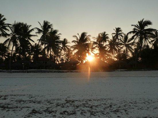 Breezes Beach Club & Spa, Zanzibar : sunset on the beach