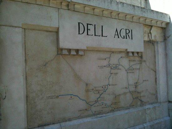 Paterno, إيطاليا: Acquedotto dell'Agri (particolare)
