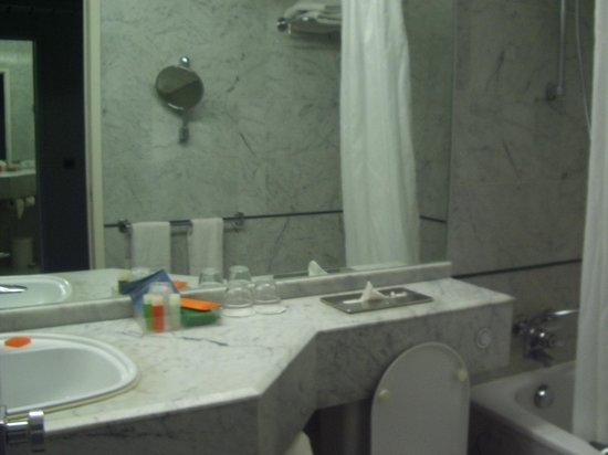 NH Brugge: Bathroom