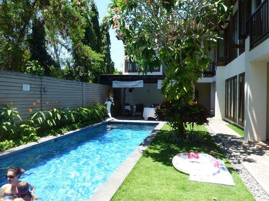 Sekuta Condo Suites: Pool area