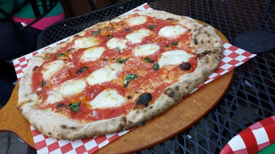Carmel Pizza Company: Pizza Margherita