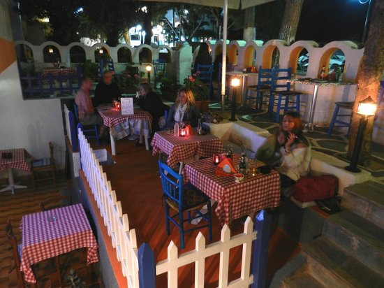 Kamari Star Hotel: K.Star Snack Bar at night
