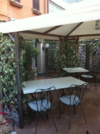 Hotel Scalinata di Spagna: Outdoor dining area