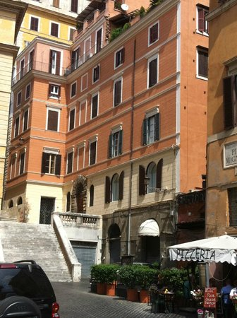 Hotel Scalinata di Spagna: View of the hotel from the piazza below