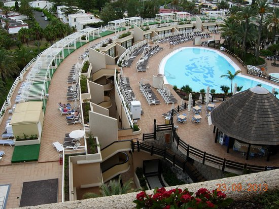 Vista piscina picture of gloria palace san agustin for Piscinas san agustin burgos