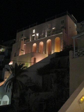 Nefeles Suites Hotel: In the evening