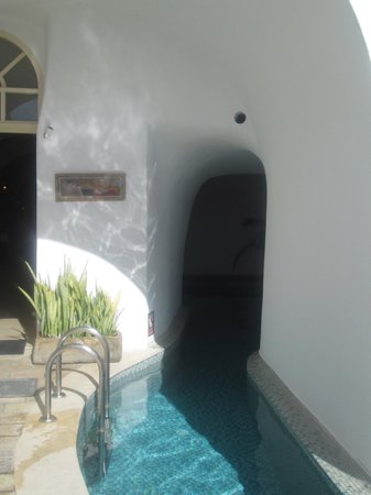Nefeles Suites Hotel: The entry way and 2nd pool