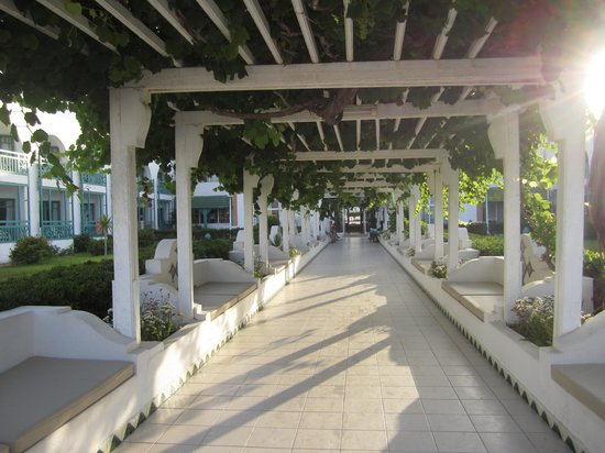 El Mouradi Cap Mahdia : corridoio per andare alla piscina/mare