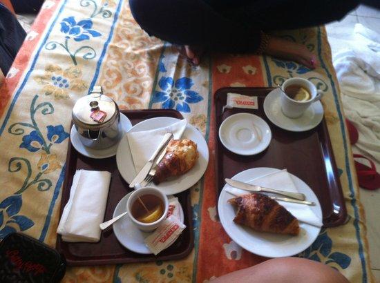 Hostal Mari: camera colazione