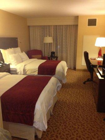 Rochester Airport Marriott: Nice room