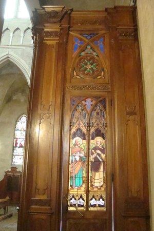 Nuestra Señora de la Merced: vista del vitro de la puerta lateral