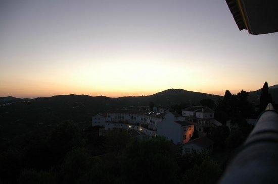 Balcon de Competa Hotel: Zonsondergang vanaf balkon