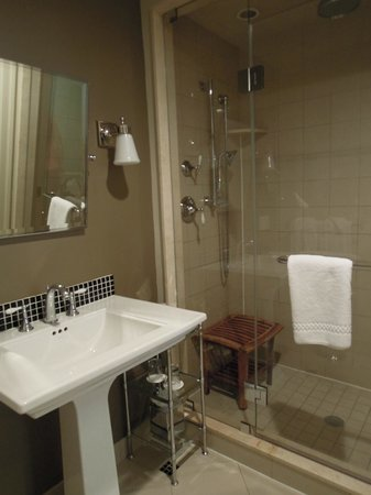 Rittenhouse 1715, A Boutique Hotel : Our Bathroom