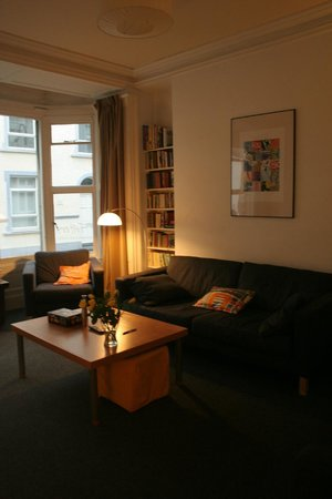 Totters Backpackers: The living room