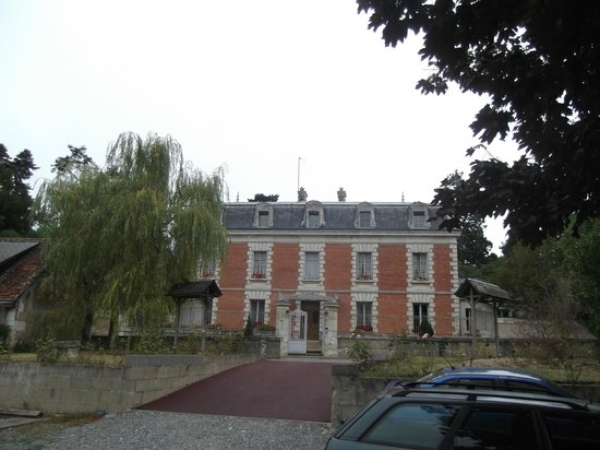 Hostellerie de la Renaudiere : The front of the hotel