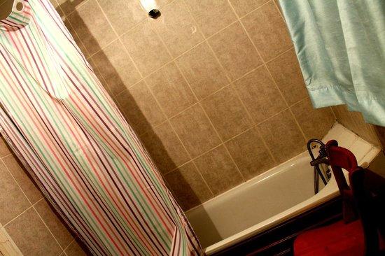 The Belgravia Hotel: Vasca del bagno al primo piano