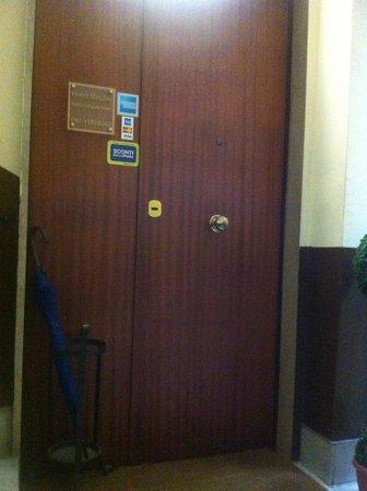 Hotel Meuble Santa Chiara Suite: Floor entrance