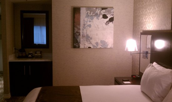 DoubleTree by Hilton Binghamton: river view corner room - has frig (not stocked)
