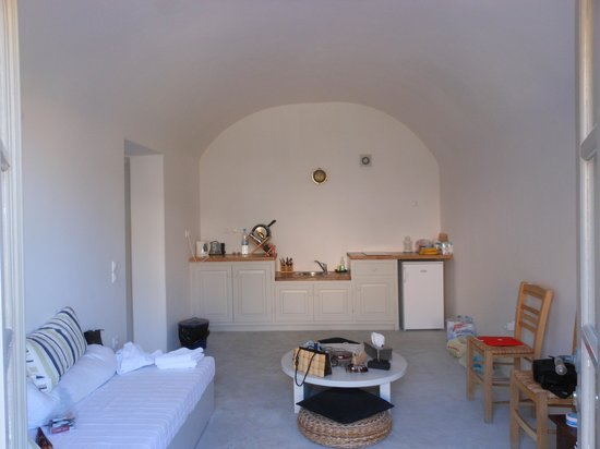 Ambelia Traditional Villas : Kitchenette/Living area