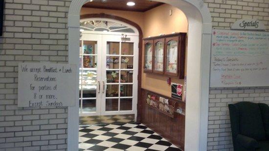 Elaine's Cafe: inside entrance