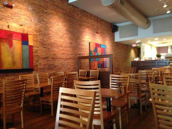 Broken Rocks Cafe & Bakery: The back half of the restaurant.