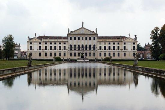 Museo Nazionale di Villa Pisani: RETRO DELLA VILLA
