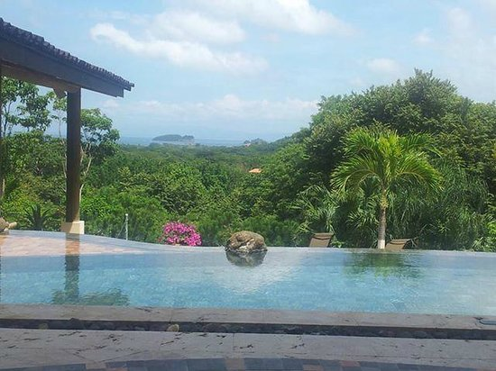 Villa Buena Onda: Two-tiered infinity pool with amazing views