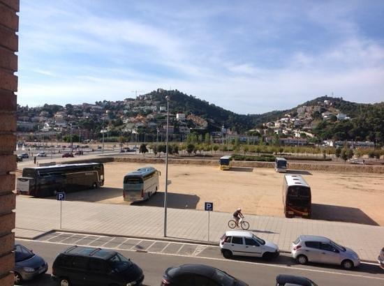 H TOP Royal Sun Suites : coach park at rear
