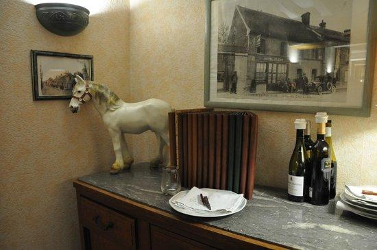 Le Cheval Blanc : The white horse decor