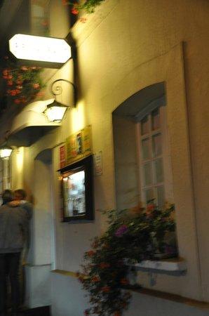 Le Cheval Blanc : Entrance
