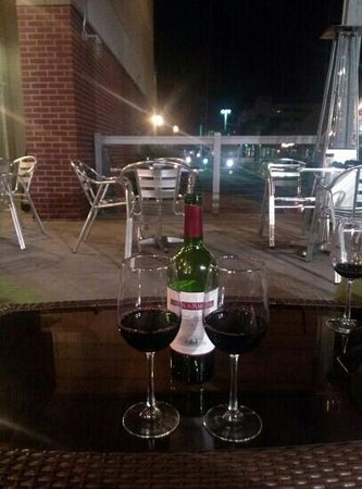 Nonno Tony's Seafood Kitchen: Nice patio to share a bottle of wine