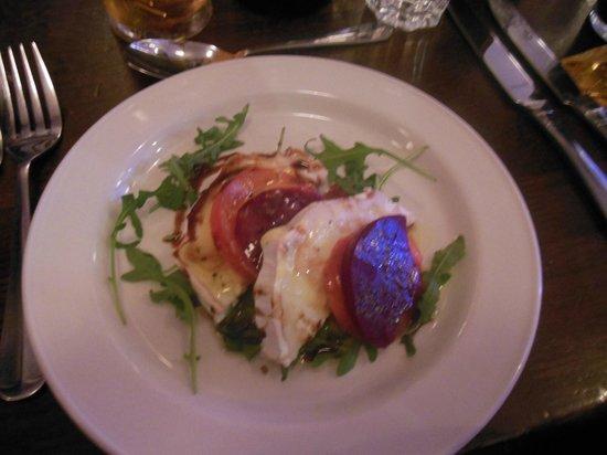Belvedere Irish Night: beet root, goat cheese and tomato salad