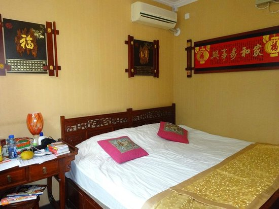 Courtyard View Hotel (Emperors Guards Station HouHai): Standard bedroom