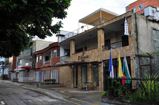 Hotel Quinta Avenida: The hotel in a quiet residencial street of Carrera 70