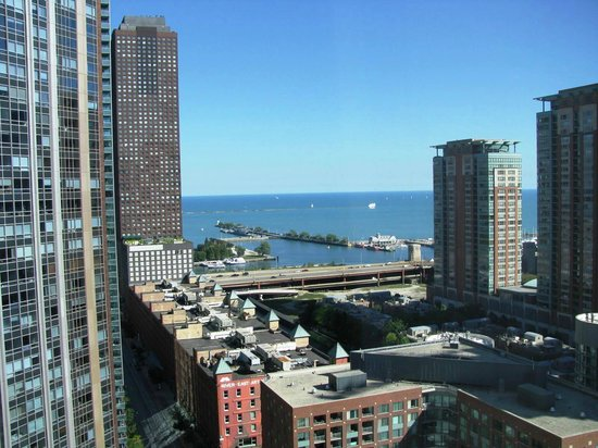 Embassy Suites by Hilton Chicago Downtown Magnificent Mile: Lake Michigan; locks & Chicago Firestation-boats