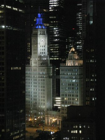 Embassy Suites by Hilton Chicago Downtown Magnificent Mile: View from bedroom