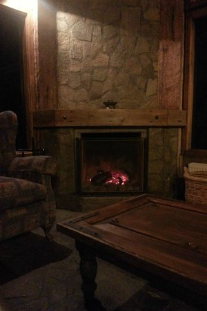 Bories House Hotel: Fireplace