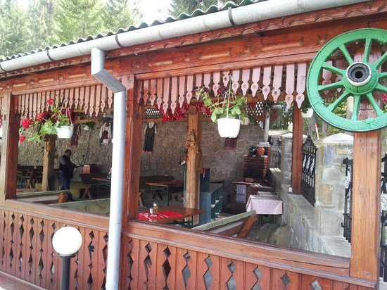 Hotel Cascada: A view  of the outside restaurant