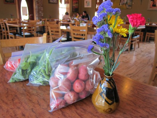 The Slanted Porch : Home grown produce ready to go!