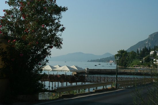Brentanos Apartments -A View of Paradise: Just down the road, quiet little pebble beach and a nice restaurant.