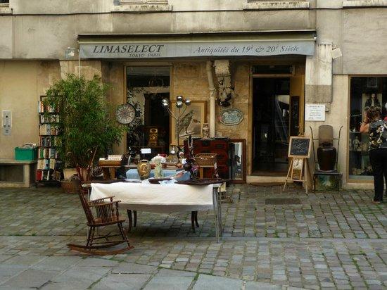 Le Marais: Un antiquario di Village St Paul
