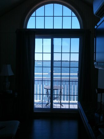Saybrook Point Inn & Spa: Lighthouse suite - view of balcony - best part of suite