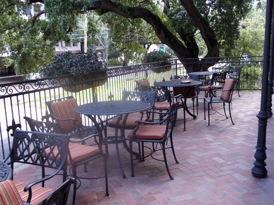 Avenue Plaza Resort: just off the first floor elevator and to the left. perfect morning coffee spot
