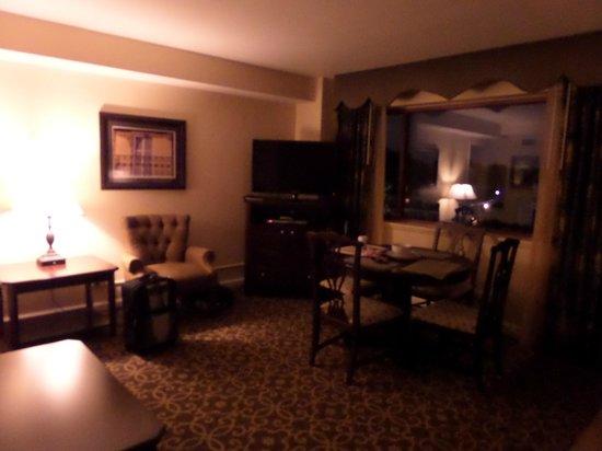 Avenue Plaza Resort: living area