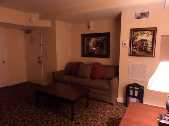 Avenue Plaza Resort: living area