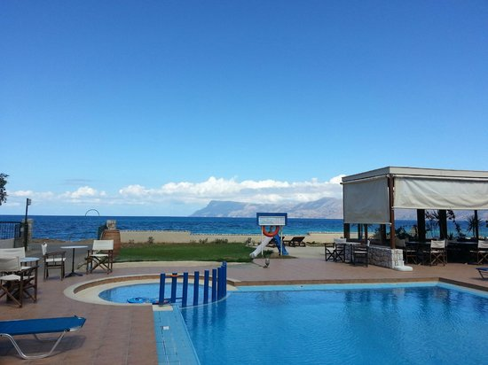 Anavaloussa Apartments : sea view from pool area