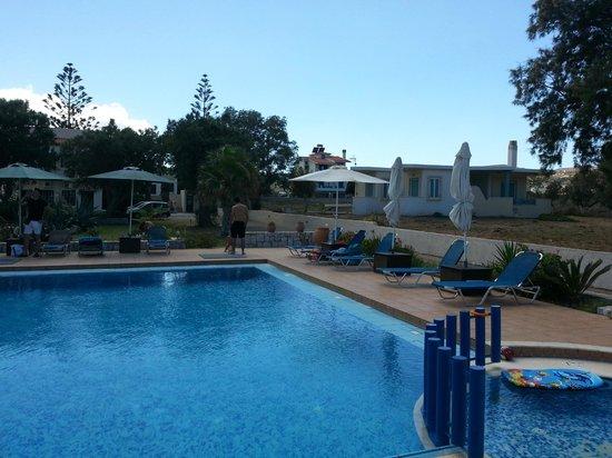 Anavaloussa Apartments: pool area