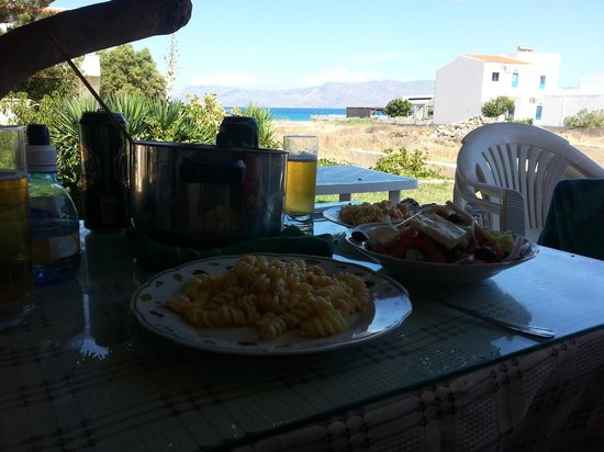 Anavaloussa Apartments : view from room, home made lunch