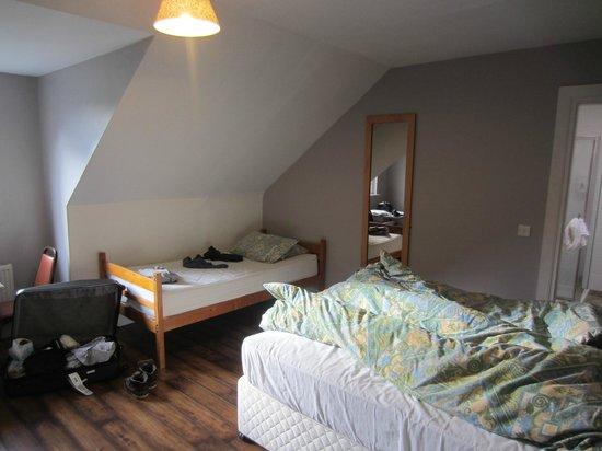 Doolin Inn & Hostel: spacious room
